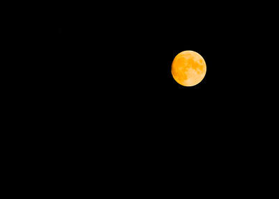 Orange Moon during California Fires (Sep 2020). The moon is orange because of the smoke in the sky