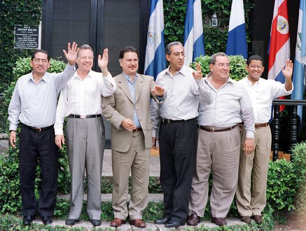 Central American Presidents Summit in Honduras 2002. REUTERS/ Adam Bernstein.