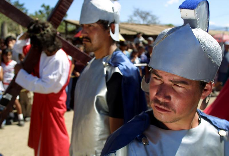Holy Week reenactment in the San Francisco neighborhood of Tegucigalpa, Honduras, March 29, 2002. Catholics throughout Latin America celebrate Holy Week. REUTERS/Adam Bernstein