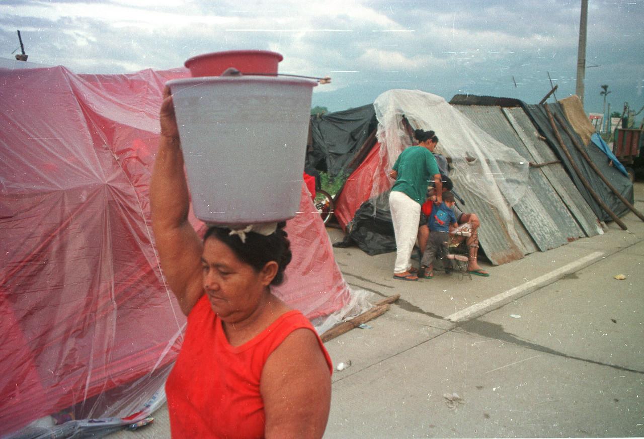 Norther Honduras Floods 2002. REUTERS/ Adam Bernstein.