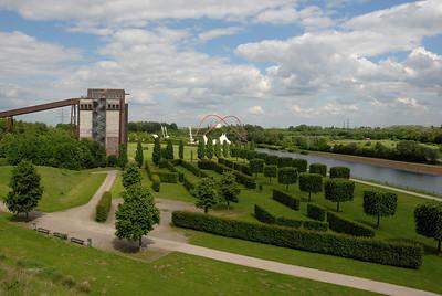 Nordsternpark in Gelsenkirchen mit altem Emscherpumpwerk und Doppelbogenbrücke über den Rhein-Herne-Kanal