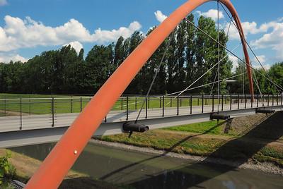 rote Bogenbrücke