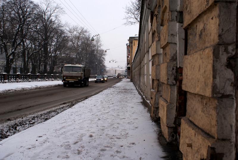 TRAFFIC AT THE UL PISAREVA. ST. PETERSBURG. RUSSIA.