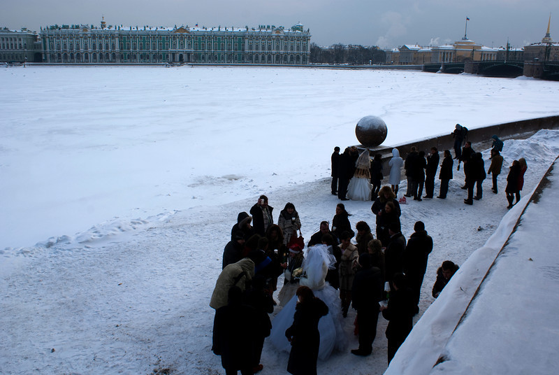 BRIDES & GROOMS AT THE RIVER NEVA. ST. PETERSBURG. RUSSIA.