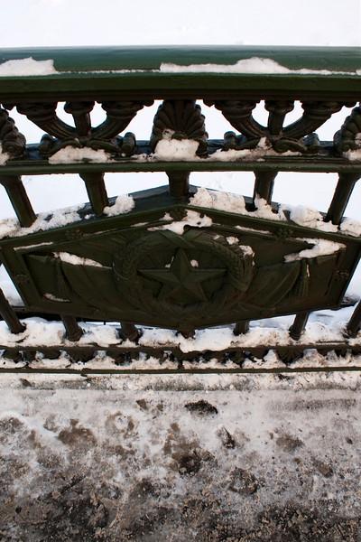 ST. PETERSBURG. STAR SIGN ON THE NERVA BRIDGE. RUSSIA.