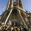 BARCELONA. SPAIN. CROWDS IN FRONT OF THE SAGRADA FAMILIA.