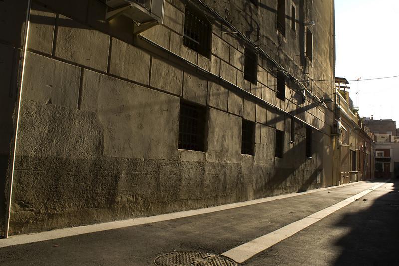 BARCELONA. SUNSHINE IN SIDE STREET IN EL EIXAMPLE.