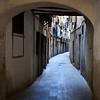 BARCELONA. SMALL STREET IN EL BARRIO GOTICO.
