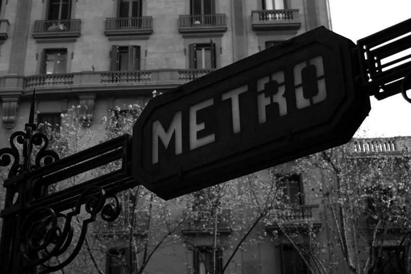 METRO ENTRANCE. EL EIXAMPLE. BARCELONA. CATALUNA. SPAIN.