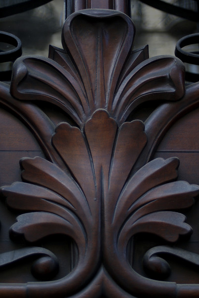DETAIL OF A DOOR IN EL EIXAMPLE. BARCELONA.