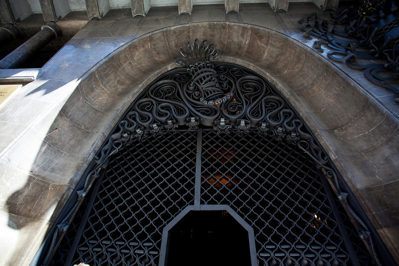 BARCELONA [BCN]. PALAU GUELL. ANTONI GAUDI. ENTRANCE GATE FOR THE COACHES.