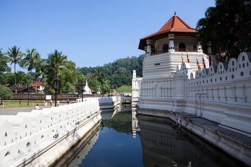 KANDY. TEMPLE OF THE SACRED TOOTH RELIC. SRI DALADA MALIGAWA. CENTRAL SRI LANKA.