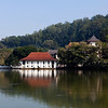 KANDY. KANDY LAKE. TEMPLE OF THE SACRED TOOTH RELIC. SRI DALADA MALIGAWA. CENTRAL SRI LANKA.