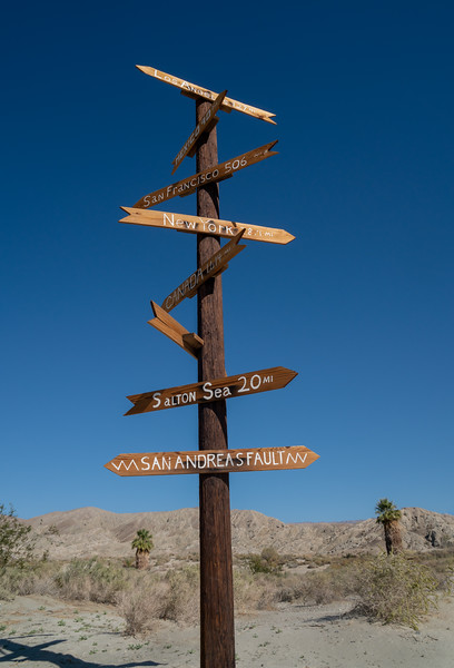 Directional arrow sign post