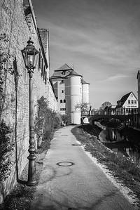 Rieder Tor mit Brücke auf die Insel Ried, Donauwörth, Bayern, Deutschland