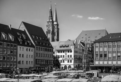 Hauptplatz und Türme der St. Sebaldus-Kirche, Nürnberg, Mittelfranken, Bayern, Deutschland
