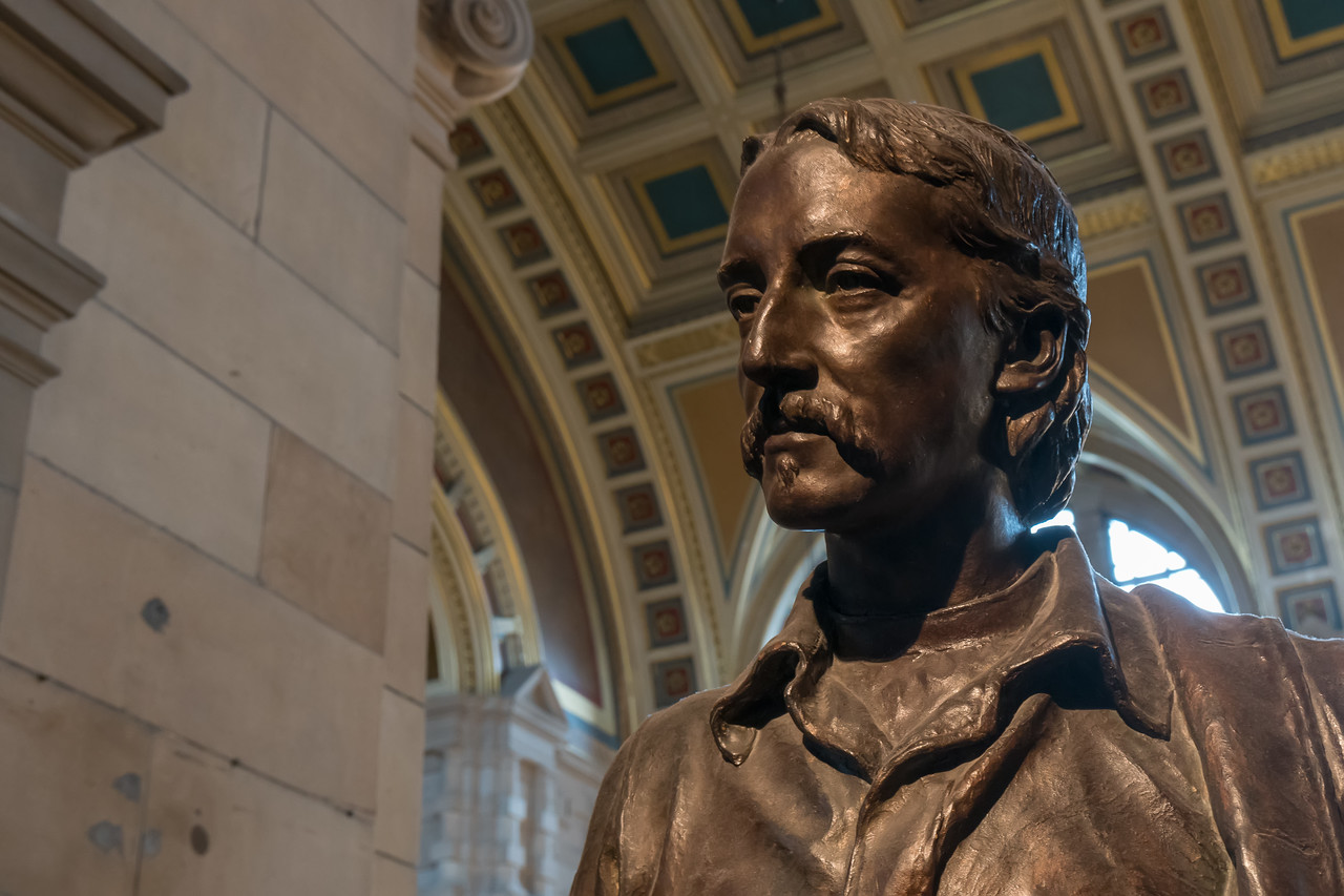 Robert Louis Stevenson sculpture at the Kelvingrove Art Gallery and Museum