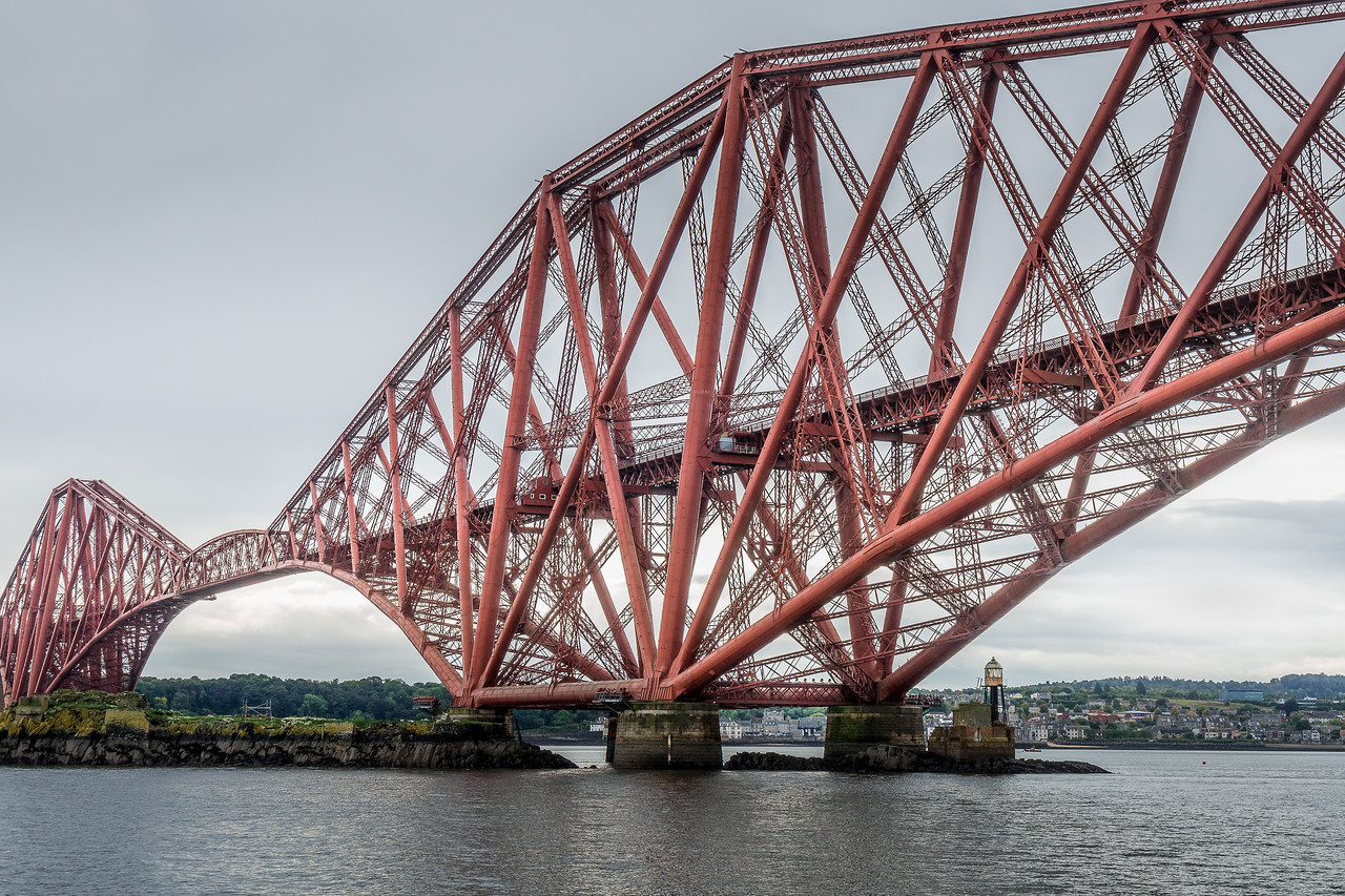 Central cantilever of the Forth Bridge, built on Inchgarvie Island