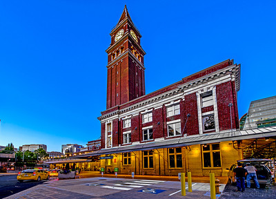 200/365 - King Street Station  Camera: NIKON D800  Exposure Time: 0.6s (6/10)  Aperture: f/10  ISO: 100  Focal Length: 14mm