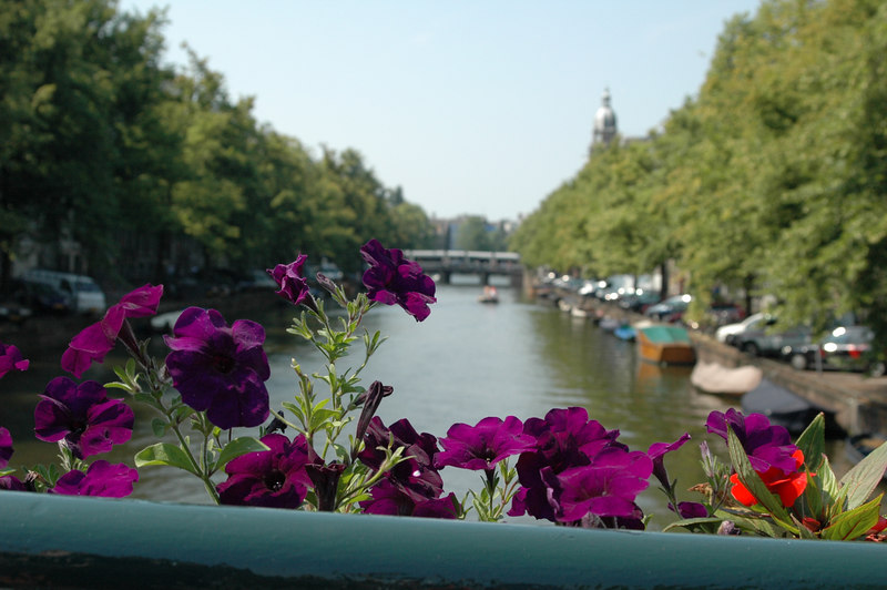 Canal in Amsterdam, 10 seconds later