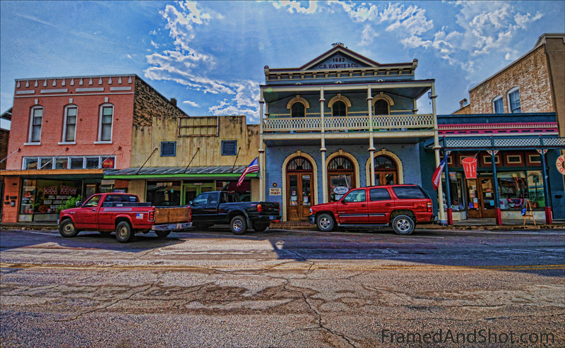 Small American Town<br /> This is the main street in Bastrop in Texas. It is a quite typical town, and trucks are the favourite means of transportation. <br /> We are having fun with Topaz Adjust, this has been adjusted twice.