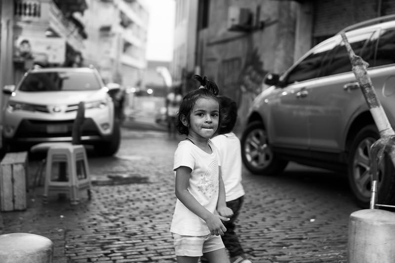 Niñas jugando en la calle