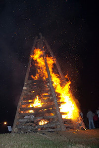 BonfiresXmasEve_Select_JPEG-4166