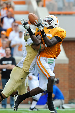 Tennessee's Denarius Moore had 5 receptions for a total of 68 yards including this catch from quarterback Matt Simms which covered 25 yards, Saturday, September 25, 2011, in Knoxville TN.  Photo by Bryan Lynn.