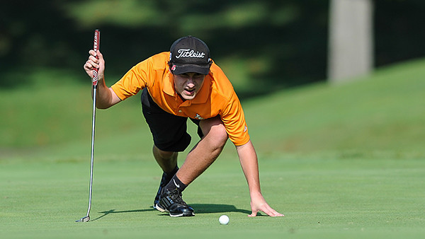 Corey Mayfield lines up his put on #4