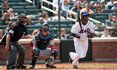 Mets' shortstop Jose Reyes (7) at bat.