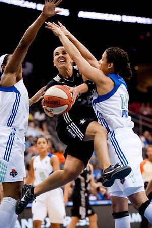 WNBA: San Antonio Silver Stars' guard Becky Hammon (25).