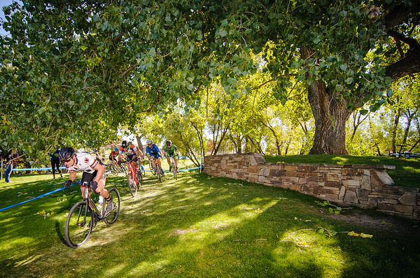 The start of the single-speed race at Cyclo X Interlocken.  Broomfield, Colorado.  October 7, 2017. © Brent Murphy.  @withoutlimitsco #cyclocross #bikeracing #cyclingphotos #colorado