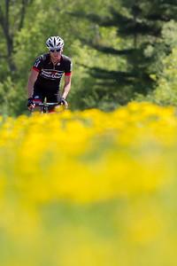 _MG_8364 18 May 2013  Le Grand Prix Cycliste Gatineau Masculin sur la promenade du lac des fees a Gatineau, Quebec le 18 mai 2013.   Le Grand Prix Cycliste Gatineau Masculin est une course en ligne sur circuit fermé avec départ de masse. Le gagnant est le premier à croiser le fil d'arrivée.  http://www.grandprixcyclistegatineau.com/  © Serge Gouin 2012 www.segophoto.ca www.facebook.com/segophoto