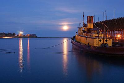 Edna G. Moonrise Two Harbors