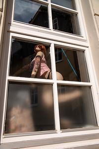 Puppe in einem Fenster, Wetzlar, Lahn-Dill-Kreis, Hessen, Deutschland