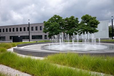 Springbrunnen vor der Leica-Firmenzentrale , Wetzlar, Lahn-Dill-Kreis, Hessen, Deutschland