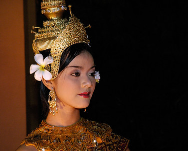 Cambodian dance girl performing traditional dance in Siem Reap, Cambodia.