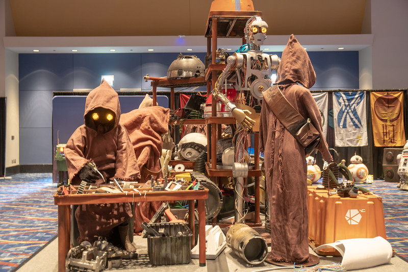 Jawas hard at work in the Droid Builders Room