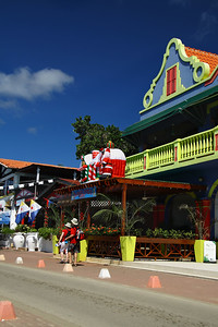 IMG#4200 Santa sits atop a roadside canteena on the island of Bonaire