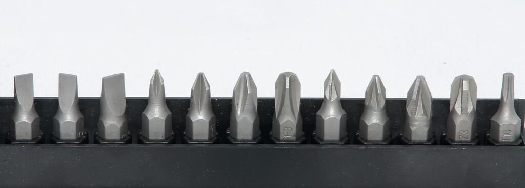 various size screwdriver pieces