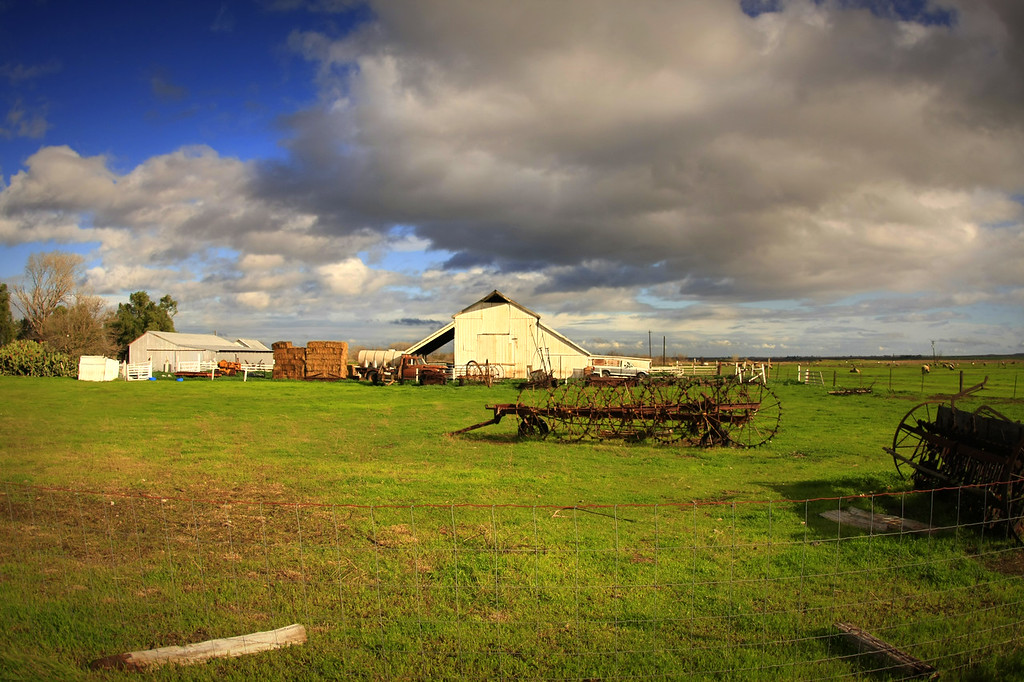 A farm on the southern end of Tracy California - © Simpson Brothers Photography