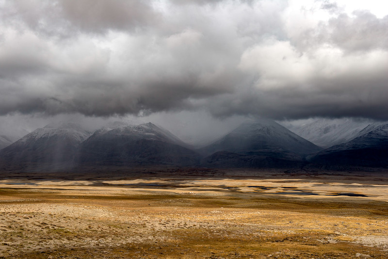 Dry Rain over the Little Pamir