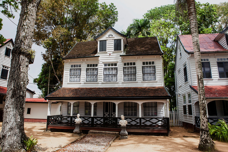 PARAMARIBO. OLD COLONIAL BUILDINGS CLOSE TO THE WATERKANT. SURINAME. SOUTH AMERICA.