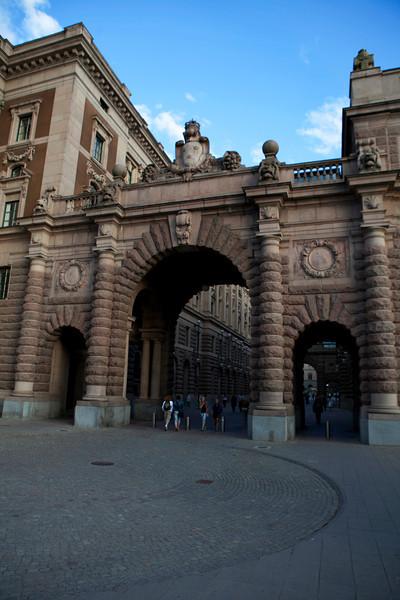 STOCKHOLM. HELGEANTSHOLMEN. ENTRANCE GATE OF THE RIKSDAGHUSET.