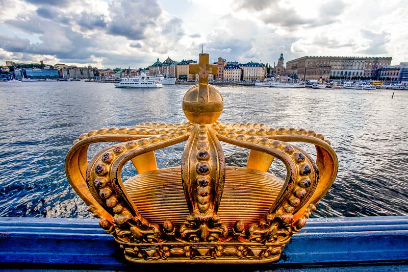 STOCKHOLM. GOLDEN CROWN ON SKEPPSHOLM BRIDGE AND A VIEW AT THE STOCKHOLMS SLOT [ROYAL PALACE].