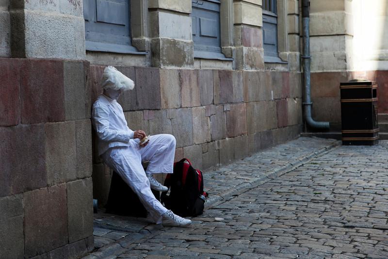 STOCKHOLM. GAMLA STAN. STREET ARTIST.