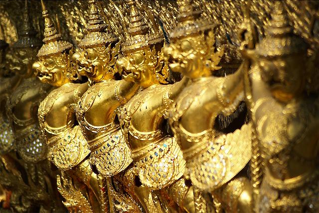 DETAIL OF TEMPLE. ROYAL PALACE. BANGKOK. THAILAND.