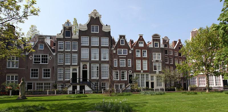 AMSTERDAM. BEGIJNHOF.