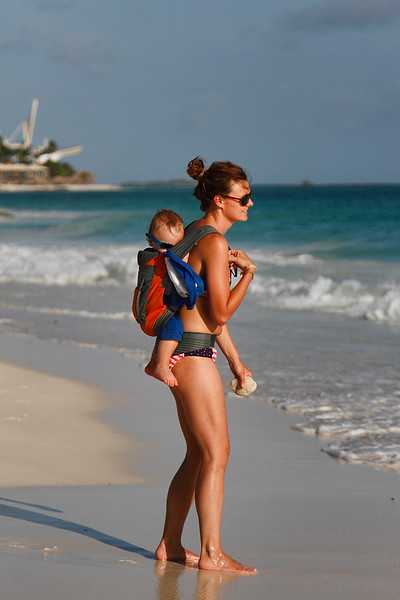 This Mom uses a great way to enjoy the beach with her baby...Casa del Mar, Aruba-2014