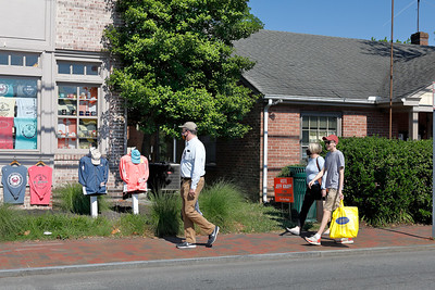 SHOPPERS IN ST. MICHAELS